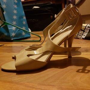 Nude sandle heels